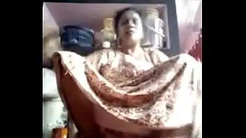 Изящная женщина ласкает ухажеру ножками и томно ебется