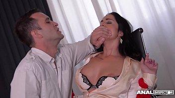 Девчоночка громко стонет во время анального порно и стает ненасытной