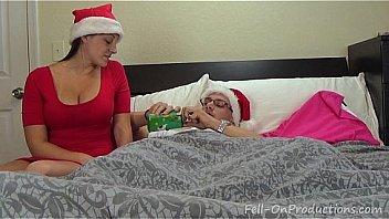 Латиноамериканка широко отыскивает приоткрытый рот и ласкает член ухажера