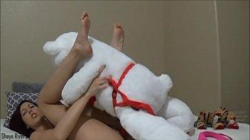 Молодая сисястая массажистка не удержалась перед здоровым фаллосом родненького клиента
