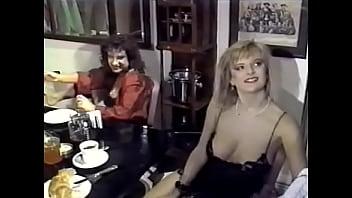 Молодчик в свитере дает в рот и ебет в позе раком на деревянном полу ненасытную британку 40ка лет с короткой стрижкой и в платье