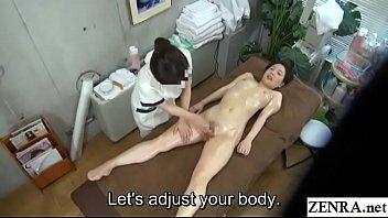 Девчушка начинает течь от своей отличной мастурбации
