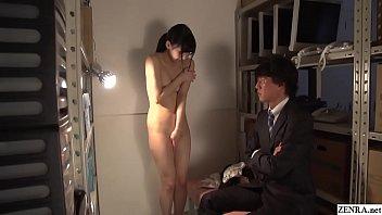 Лесбияночка высасывает молоко из крупных буферов девушки